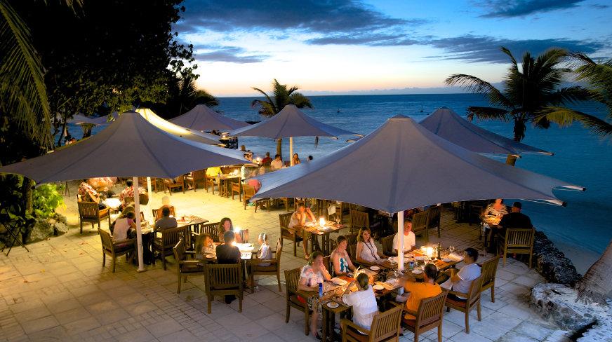 Castaway-Island-Fiji-Dining