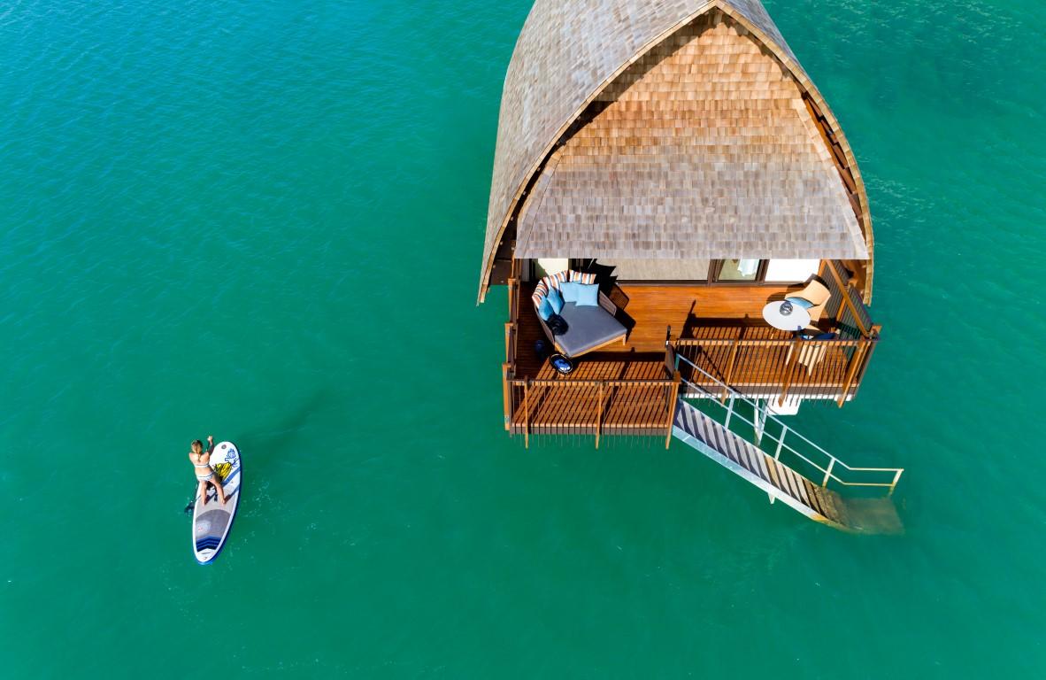 Momi-Bay-Overwater-Bue-Deck