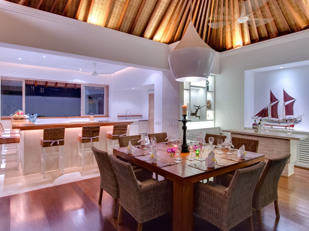 Villa-Jajaliluna-kitchen-and-dining-pavilion