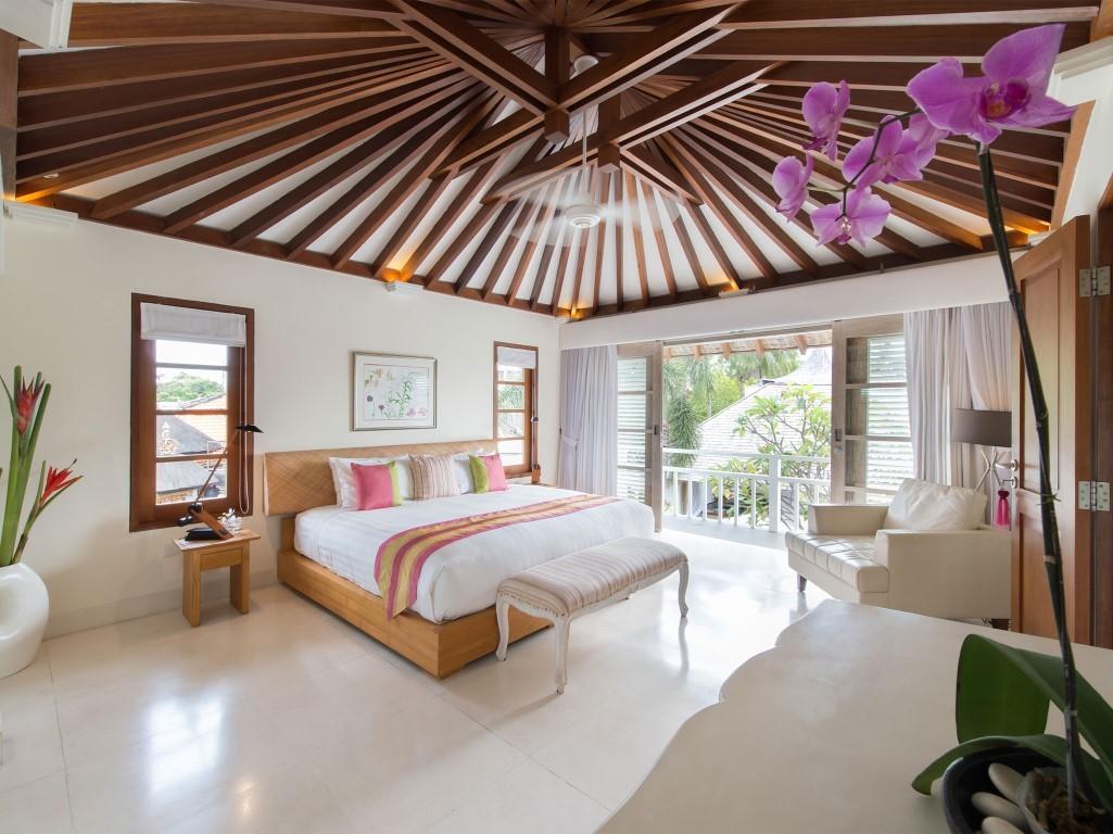 Villa-Jajaliluna-upstairs-guest-room
