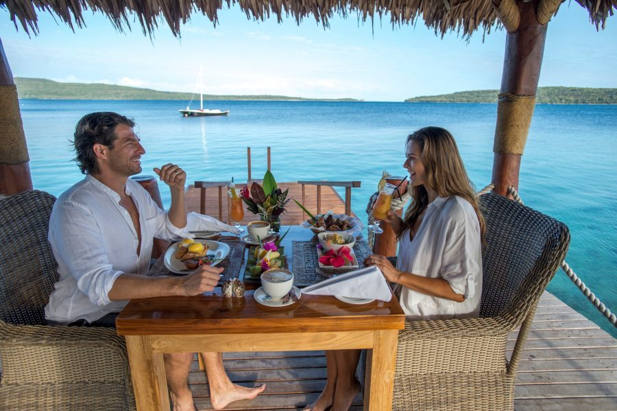 The-Havanna-Vanuatu-couple-dining-e1539750305896