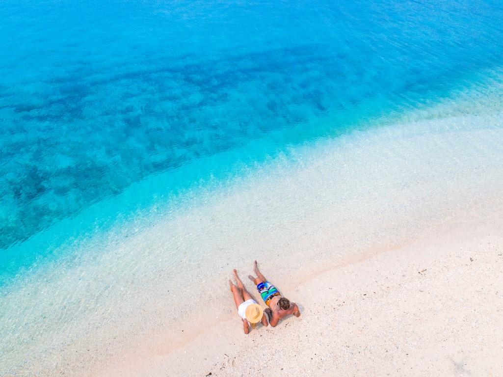 Vanuatu-couple-beach