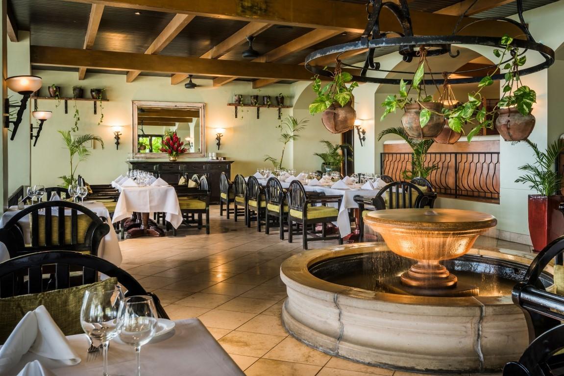 Warwick-Fiji-Restaurant-2