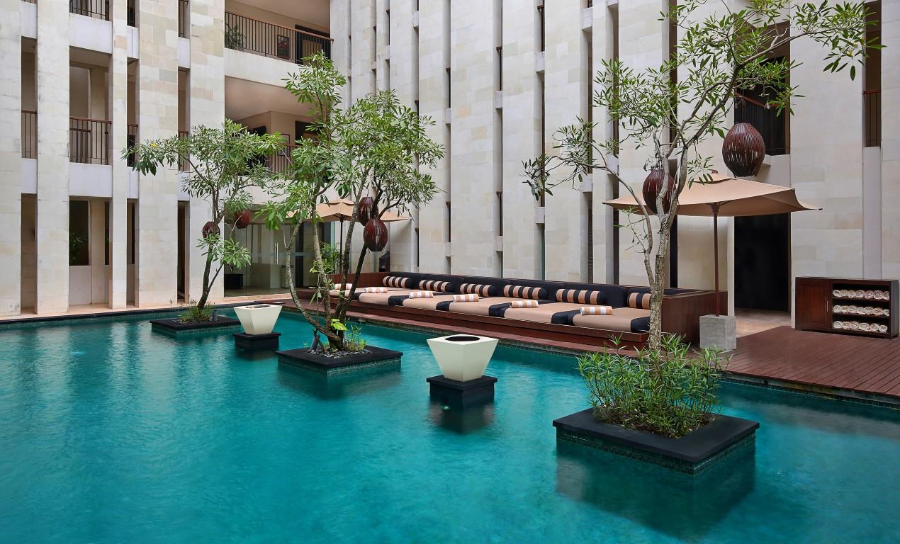 Anantara-Seminyak-courtyard-swimming-pool