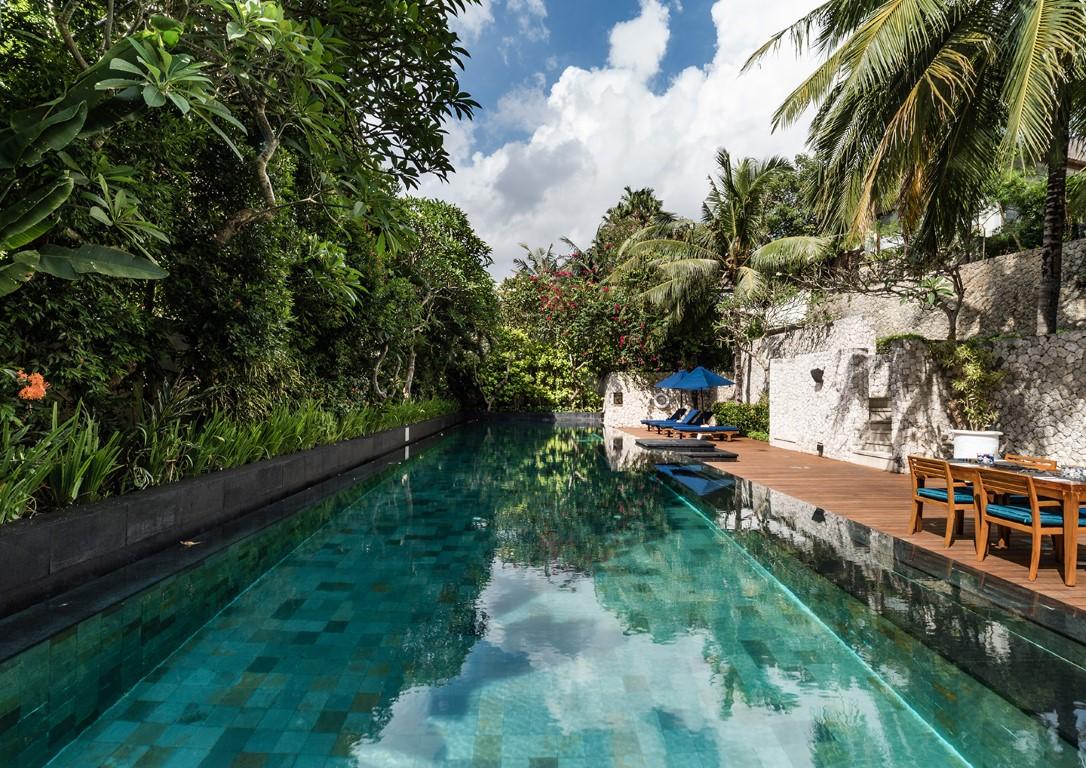 Karma-Jimbaran-The-Bay-Restaurant-pool