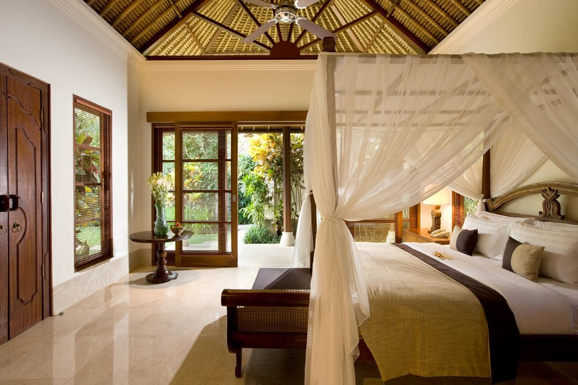 Karma-Jimbaran-luxury-pool-villa-bedroom