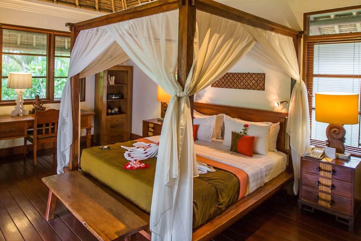 Karma-Jimbaran-master-bedroom