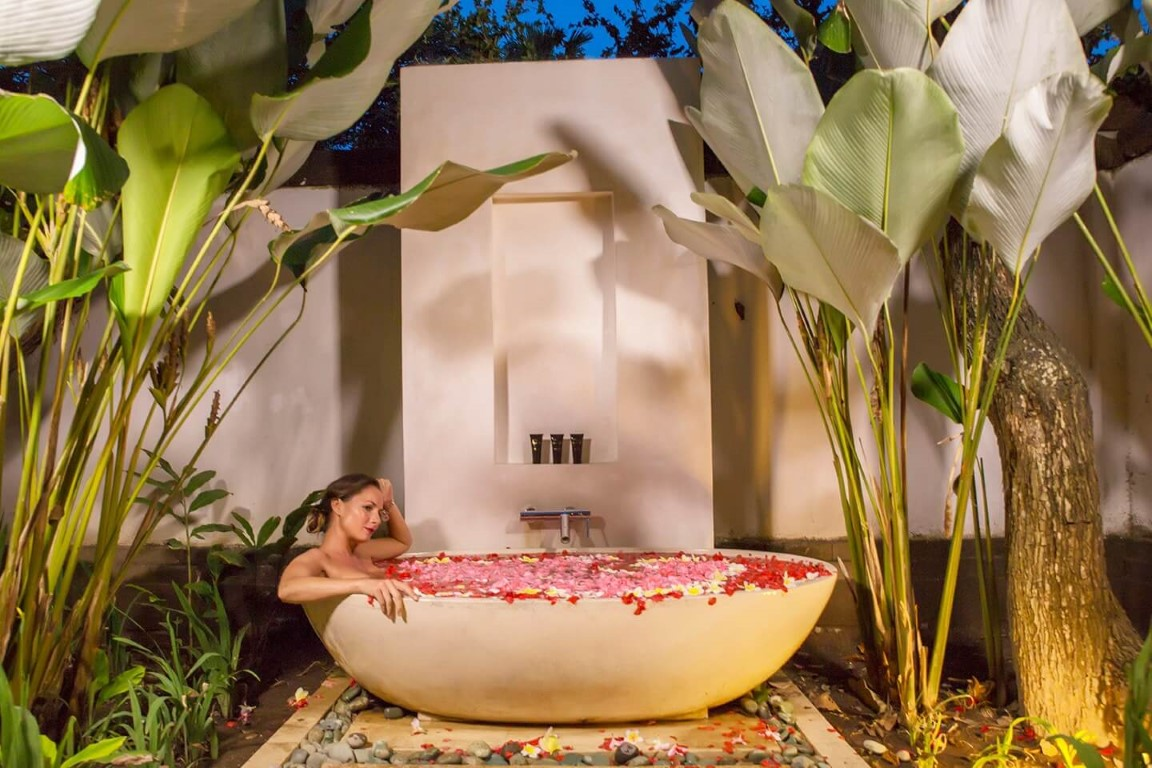 Karma-Jimbaran-rose-petal-bath