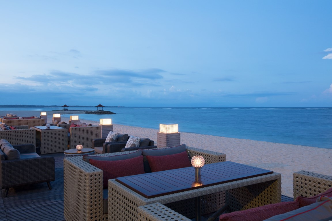 Royal-Santrian-Ocean-Terrace-sunset