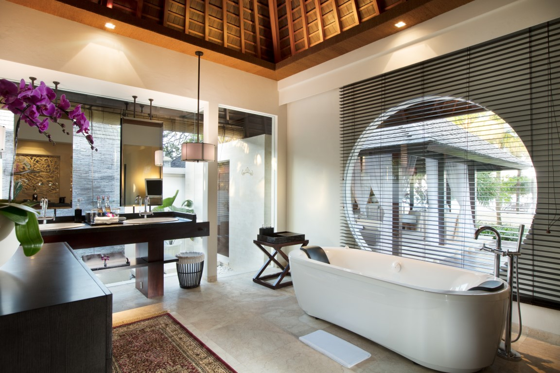Royal-Santrian-bathroom-deluxe-villa