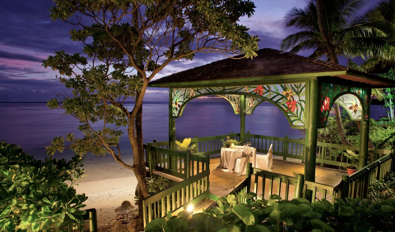Shangrila-Fiji-romantic-dinner