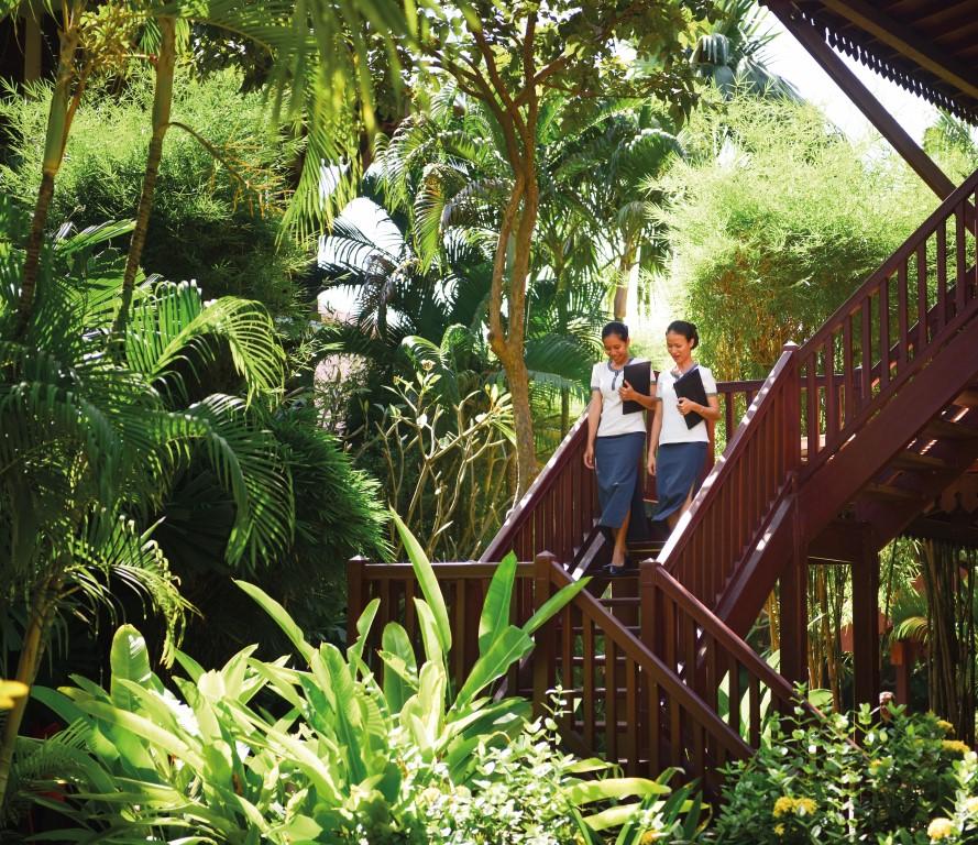 Belmond-La-Residence-Cambodia-staff