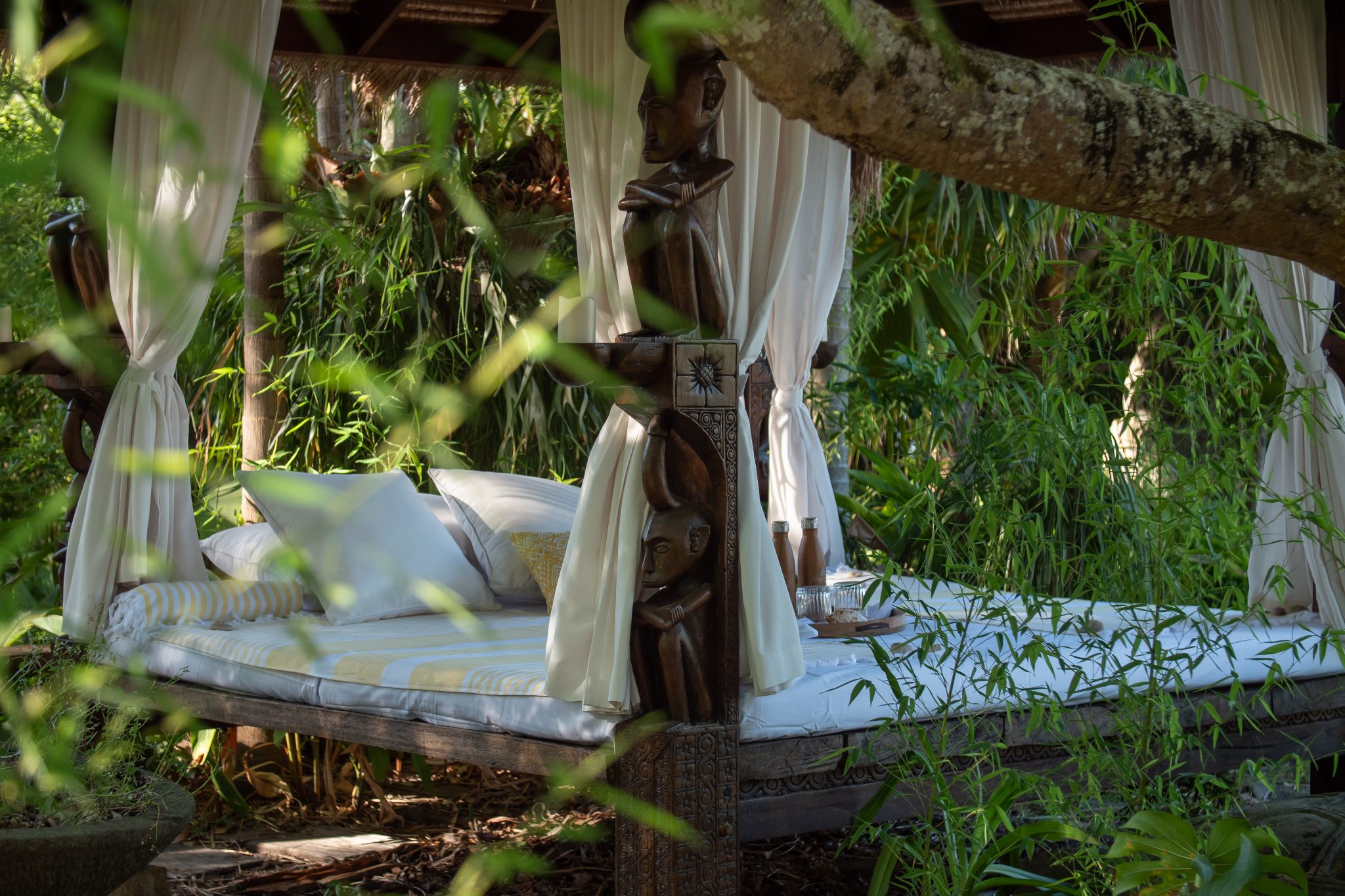 Makepeace-Island-Daybed-in-the-gardens