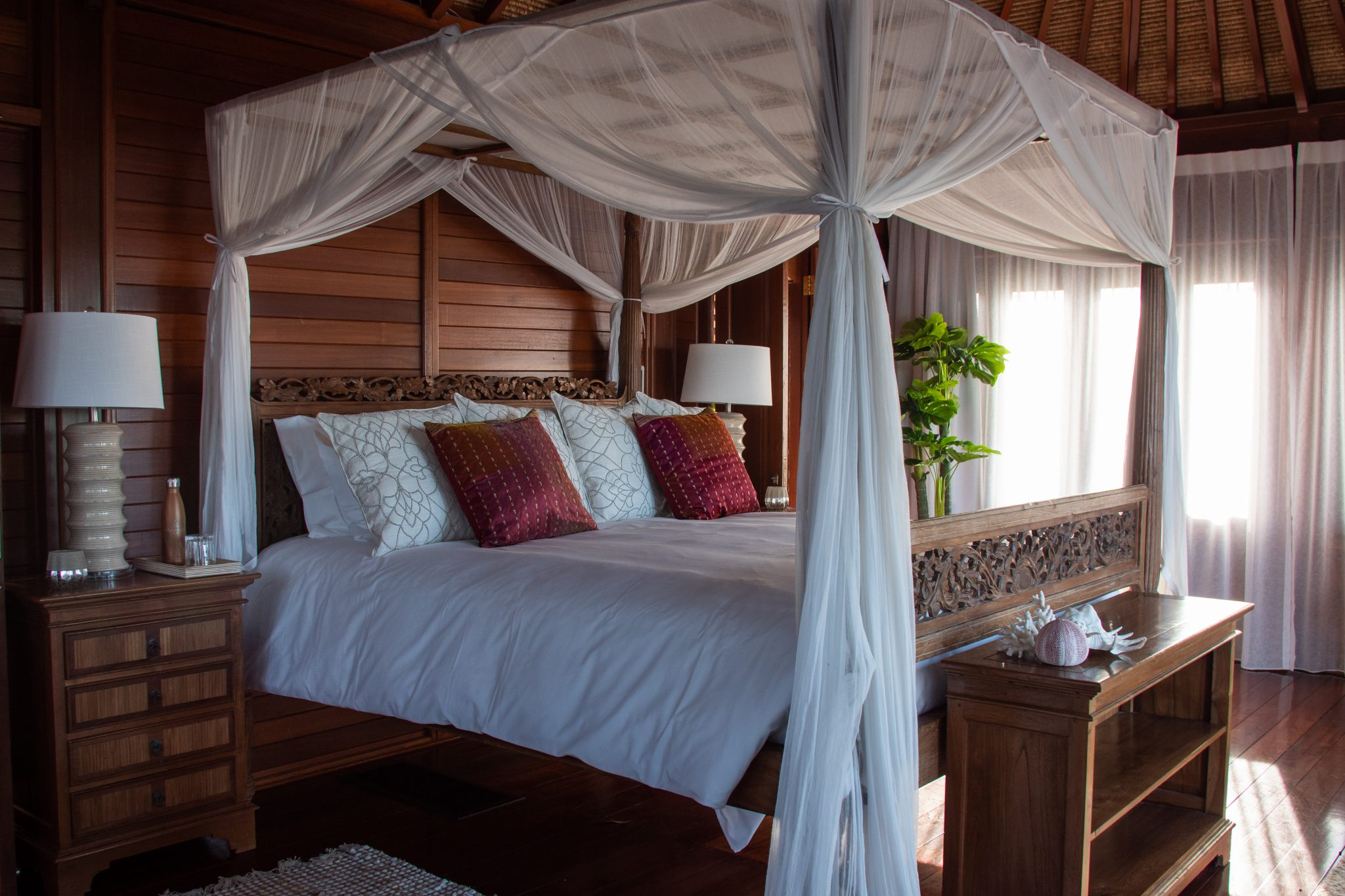 Makepeace-Island-master-bedroom