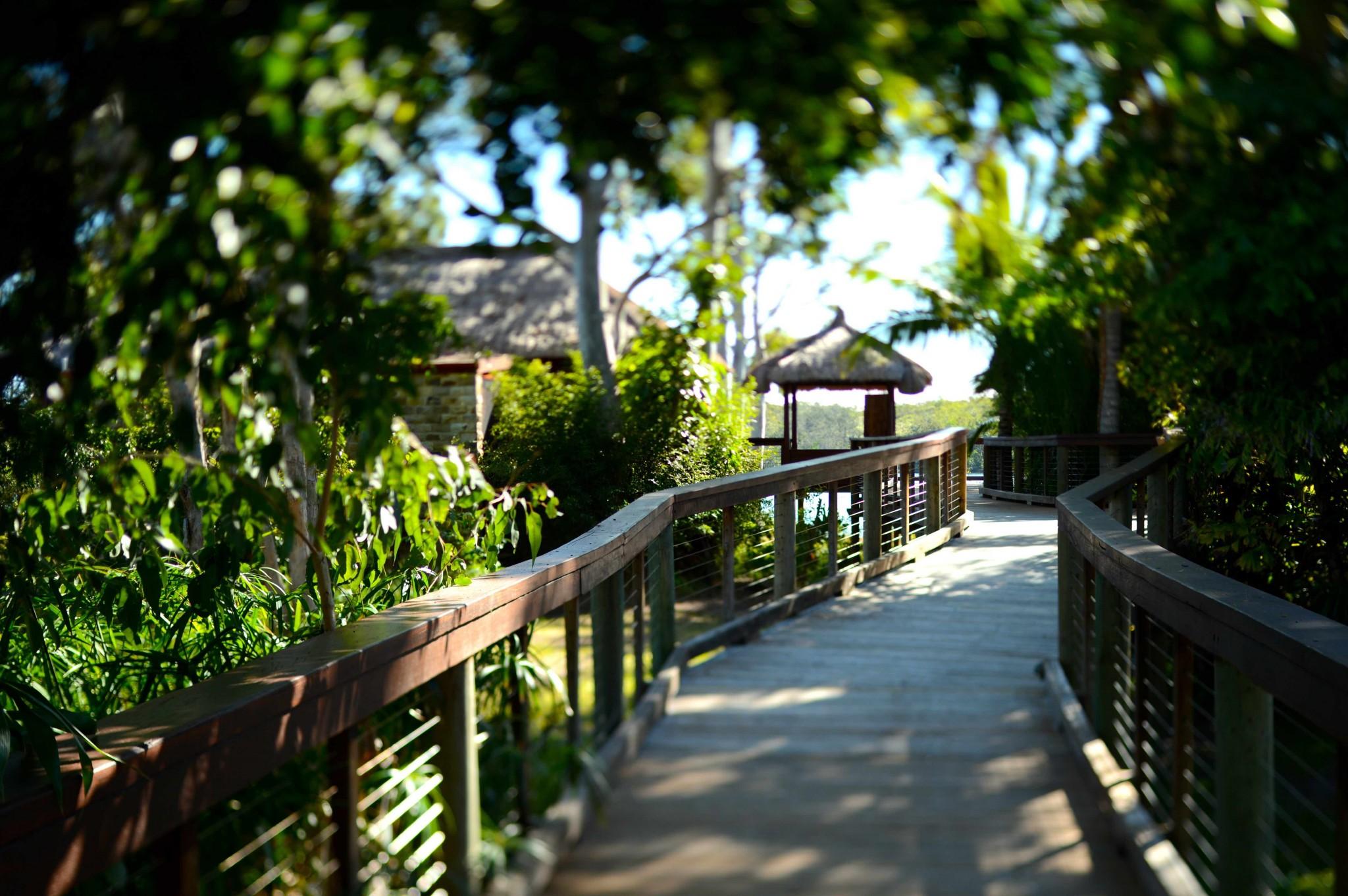 Makepeace-Island-walkway-to-master-villa