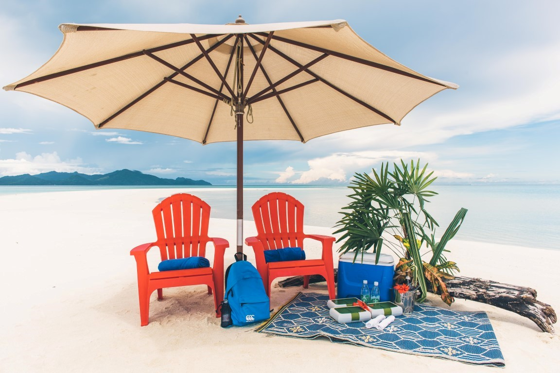 Royal-Davui-Romantic-Beach-Picnic