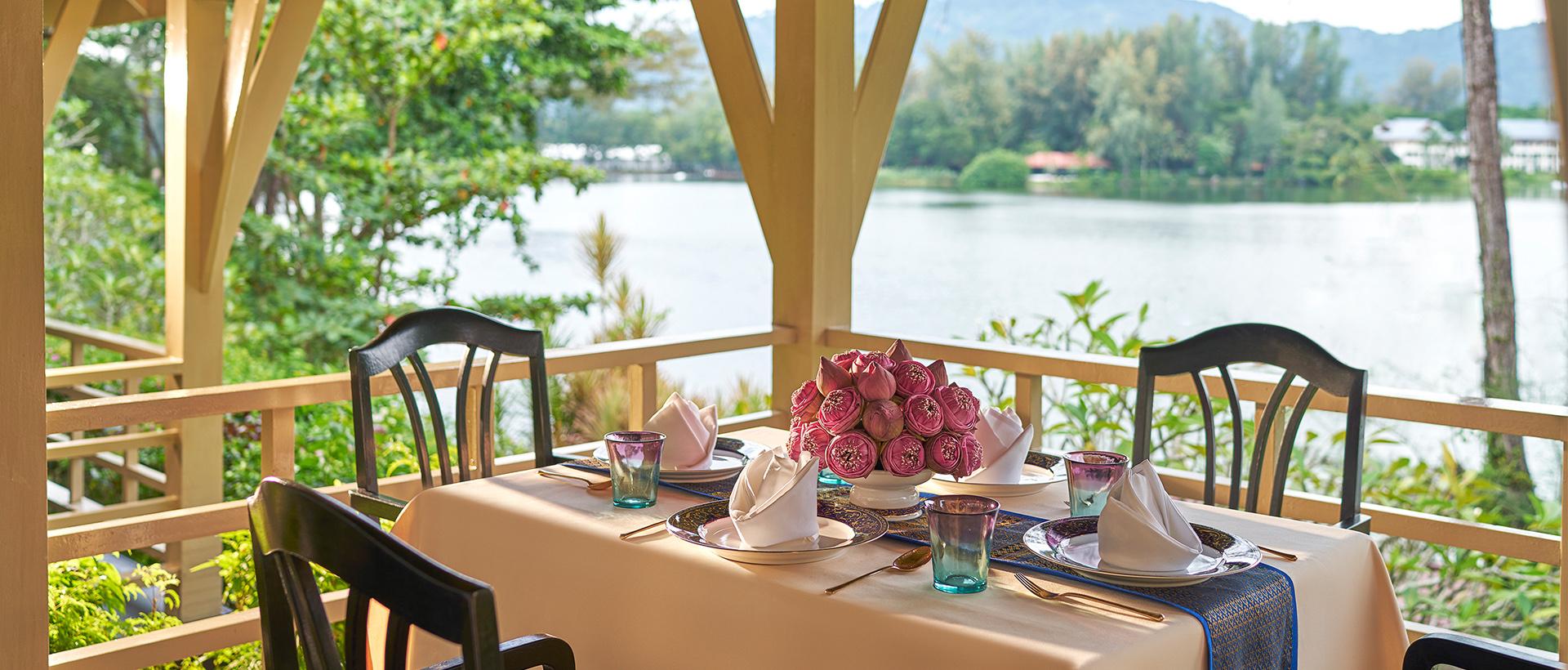 Dusit-Thani-Laguna-Ruen-Thai
