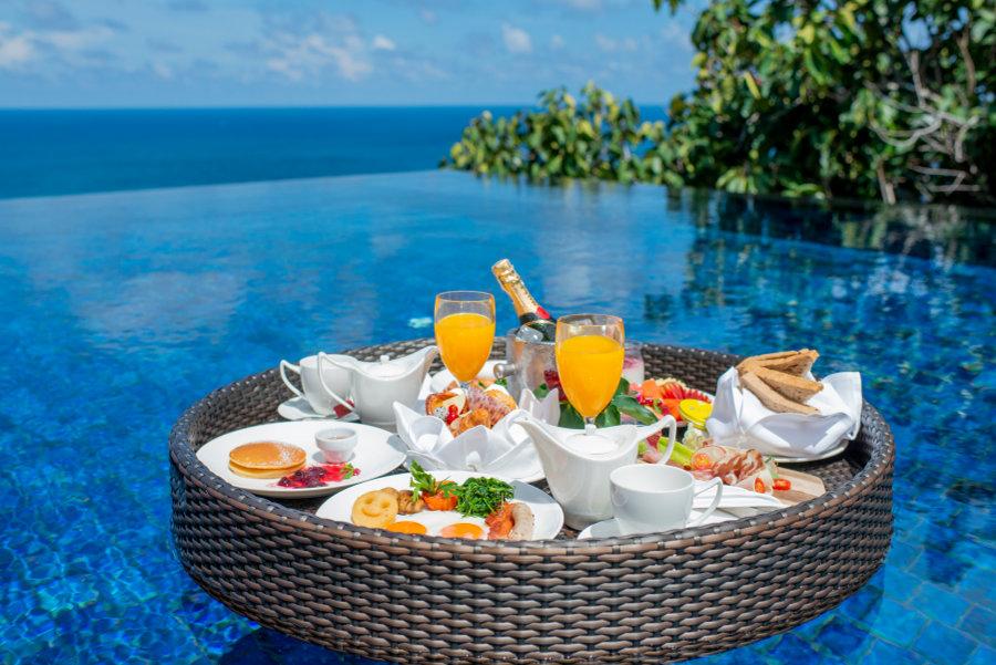Paresa-floating-breakfast