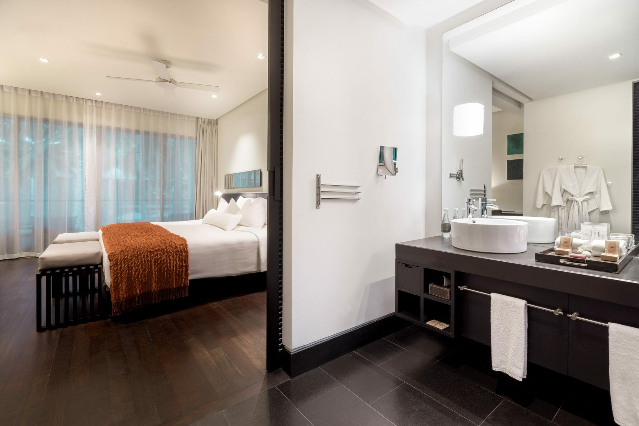 Twinpalms-Deluxe-Palm-Room